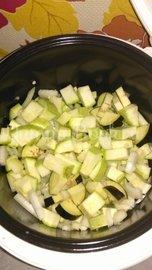 Крем-суп из кабачков и баклажан диетический в мультиварке - шаг 1