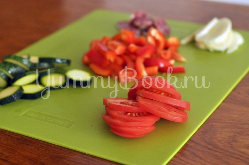Галета с салями, моцареллой и овощами - шаг 5