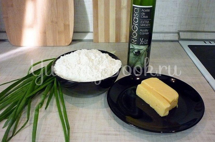 Хрустящие лепёшки с сыром и зелёным луком - шаг 1
