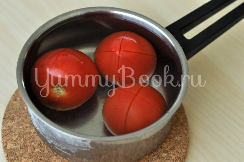 Греческие томатные котлеты Доматокефтедес с Цацики - шаг 1