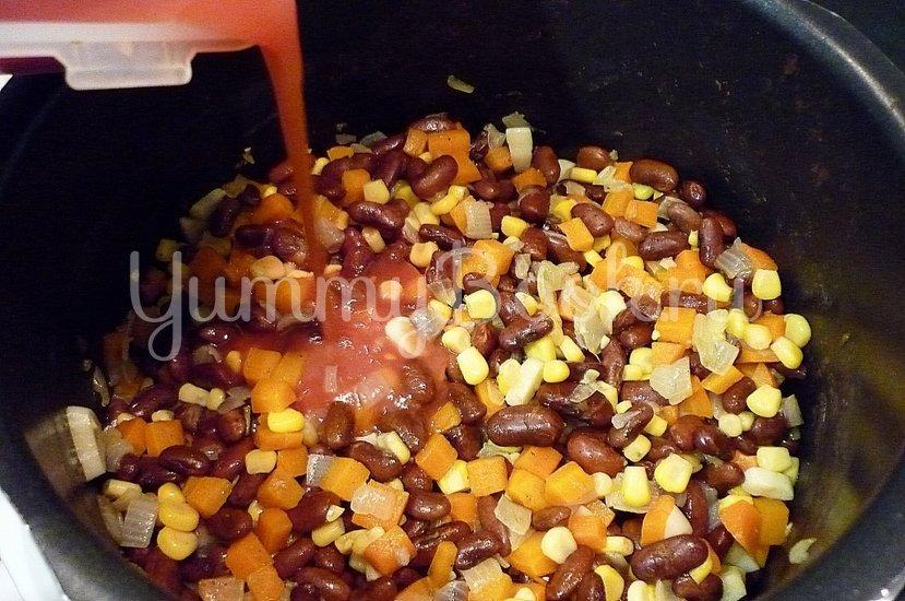 Тушёная фасоль с овощами в томатном соусе - шаг 8