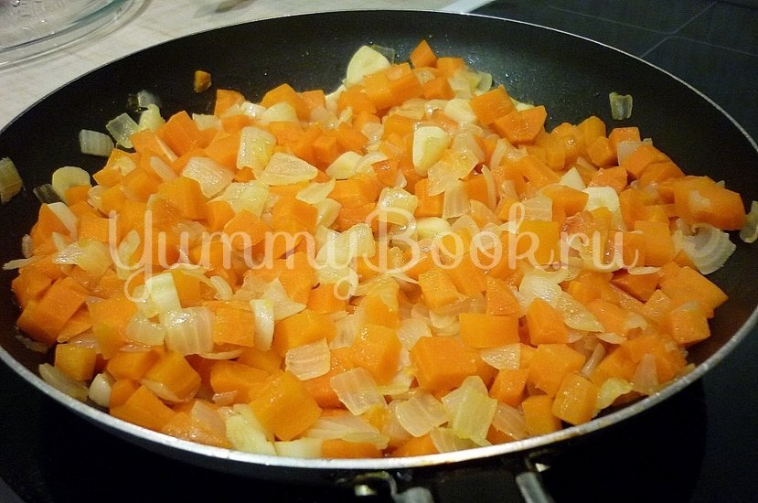 Тушёная фасоль с овощами в томатном соусе - шаг 4