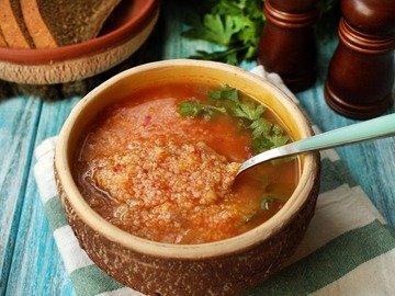 Томатный суп с кускусом и чечевицей