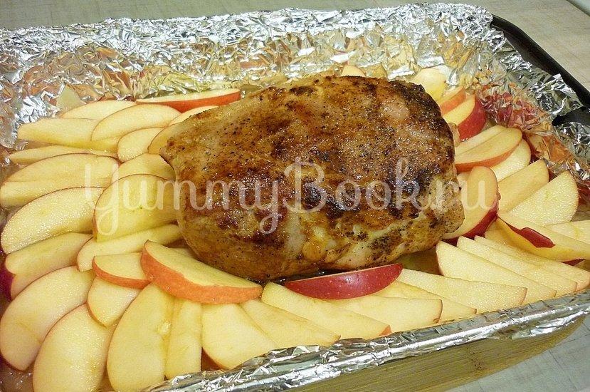 Запечённая свинина с луково-яблочным соусом - шаг 9