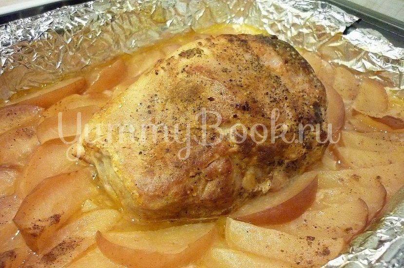 Запечённая свинина с луково-яблочным соусом - шаг 11
