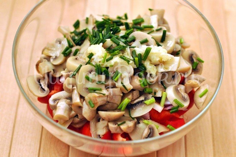 Салат овощной с грибами - шаг 5