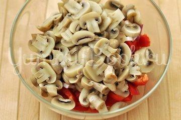 Салат овощной с грибами - шаг 4