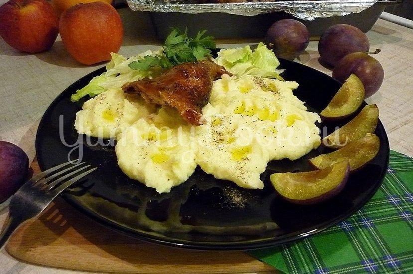 Утка, запечённая со сливами и яблоками - шаг 9