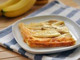 Простой пирог с бананами и сгущенным молоком