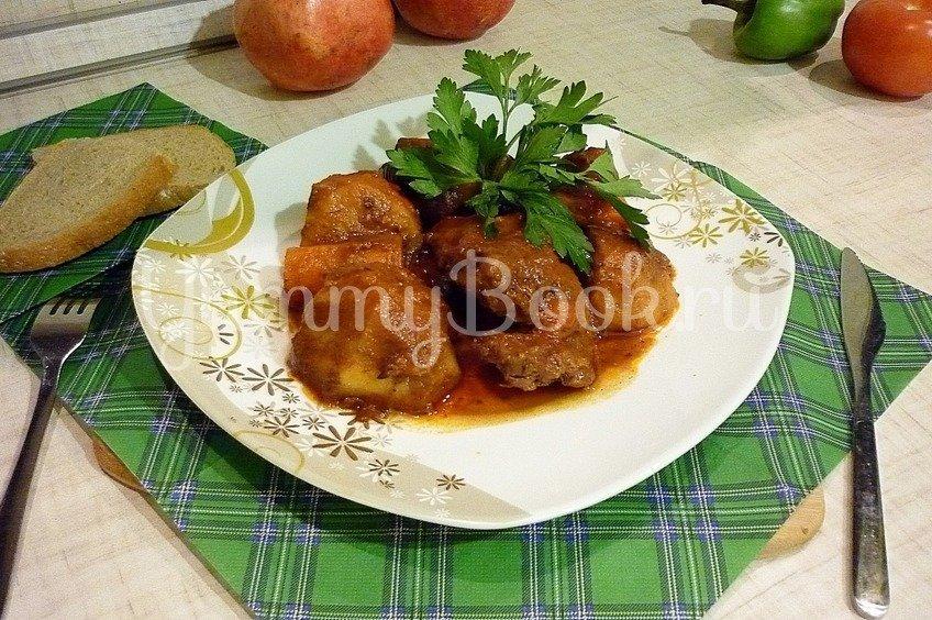 Острая утка, запечённая с картофелем и морковью