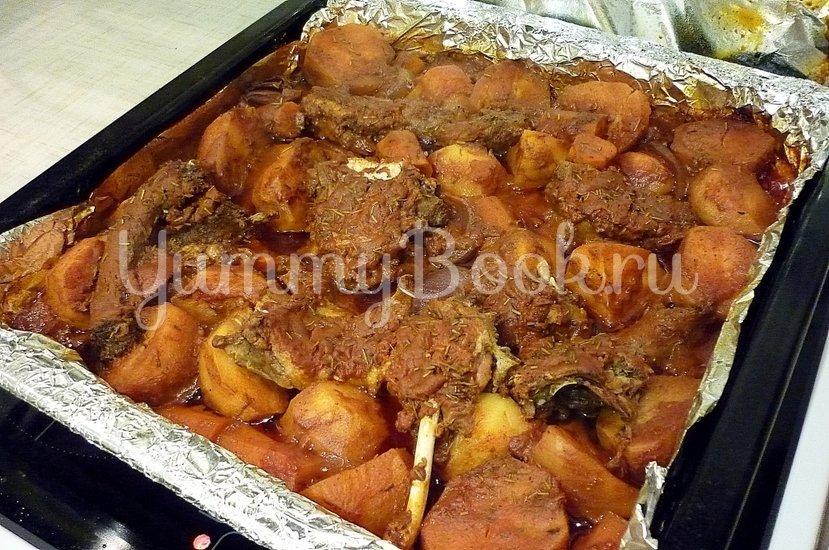Острая утка, запечённая с картофелем и морковью - шаг 7