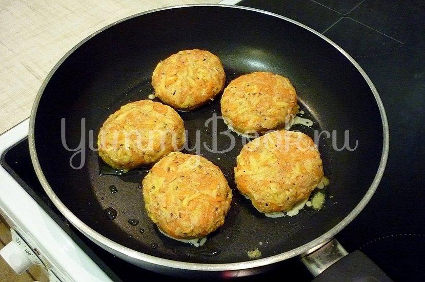 Кабачково-картофельные котлетки с морковью - шаг 8