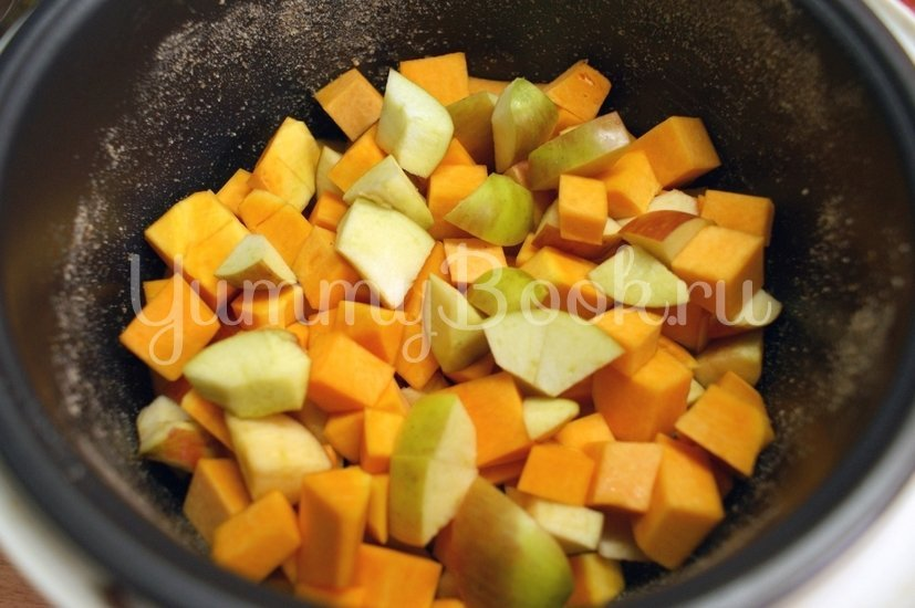 Шарлотка с тыквой и яблоками в мультиварке - шаг 4