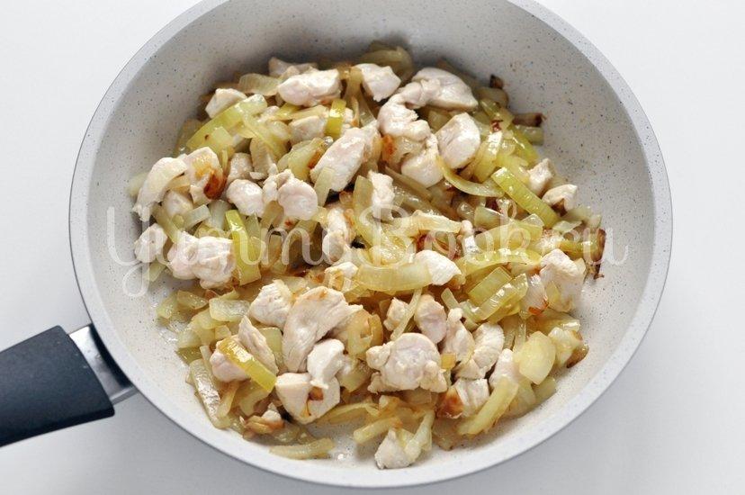 Запеченные перцы с курицей и грибами - шаг 2