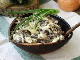 Салат из свиного сердца и маринованного лука