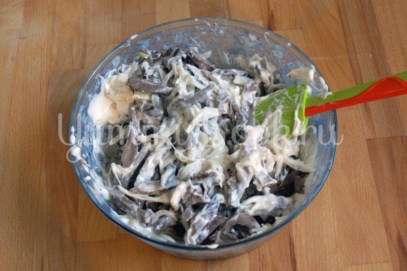 Салат из свиного сердца и маринованного лука - шаг 5