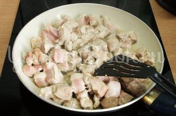 Драники с мясом в горшочках - шаг 1
