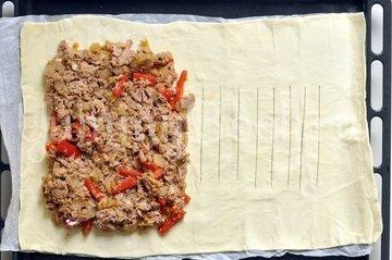 Слоеный пирог с тунцом - шаг 3