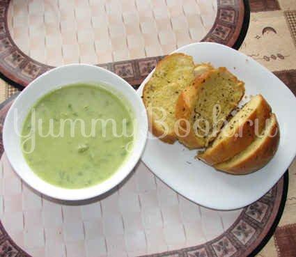 Суп-пюре из зеленого горошка и ароматный хлеб с травами