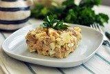 Салат с тунцом и йогуртом
