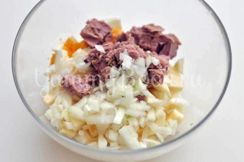 Салат с тунцом и йогуртом - шаг 2