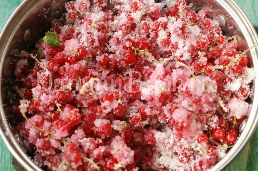 Желе из красной смородины (по рецепту Элизабет Дэвид) - шаг 3