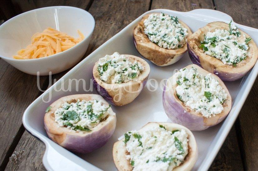 Запечённые баклажаны с творогом и сыром - шаг 3