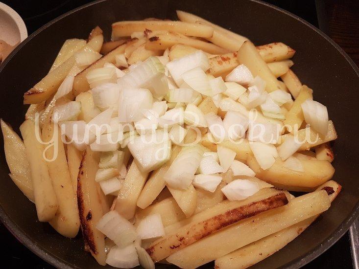 Вешенки с жареной картошкой - шаг 10