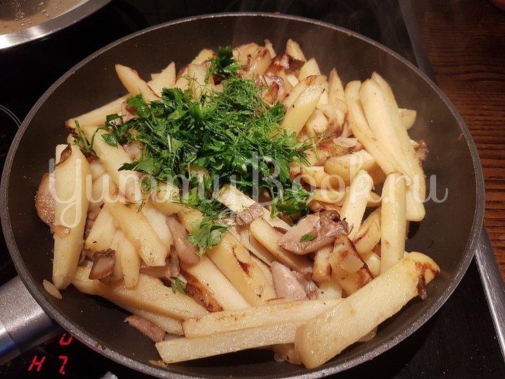 Вешенки с жареной картошкой - шаг 12