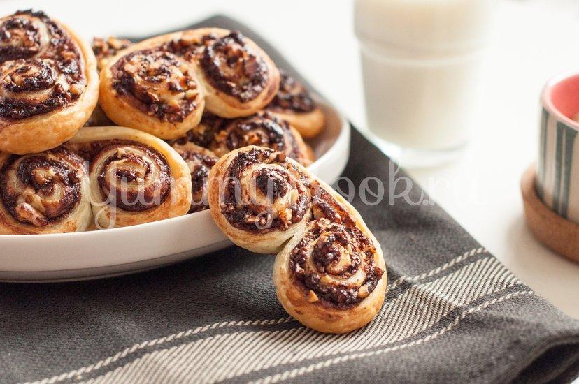"""Слоеное печенье """"Ушки"""" с орехами и шоколадом - шаг 8"""
