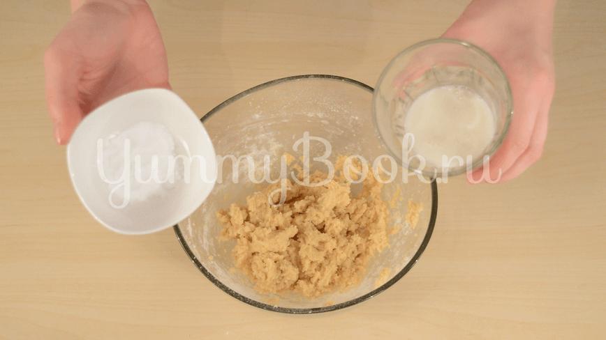 Пирог на кефире с вишней - шаг 3