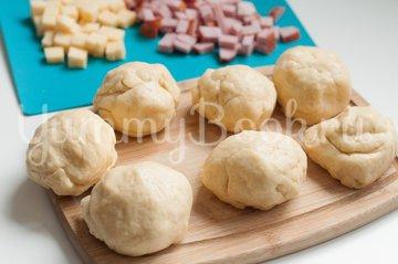 Итальянские булочки Данубио с сыром и ветчиной - шаг 7