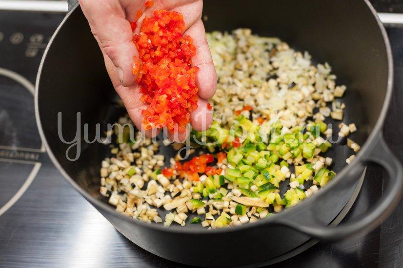 Фрикадельки с овощами в томатном соусе - шаг 1