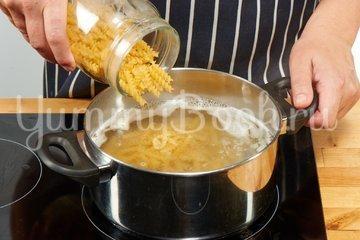 Томатный суп с макаронами (Zupa pomidorowa) - шаг 1