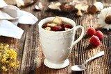 Согревающий чай с липой и имбирем