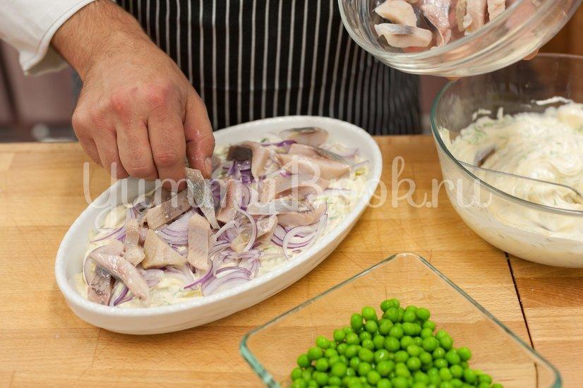 Салат с сельдью и картофелем - шаг 4