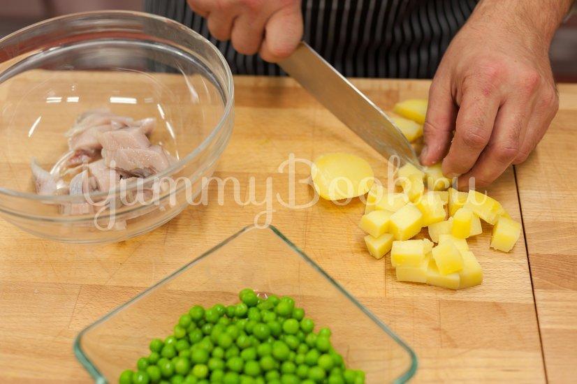 Салат с сельдью и картофелем - шаг 1
