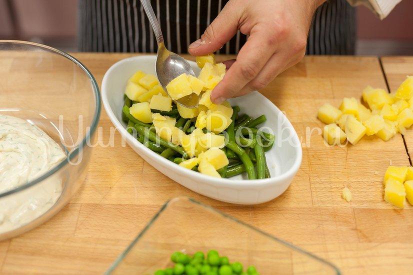 Салат с сельдью и картофелем - шаг 3