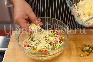 Слоёный салат с тунцом и пекинской капустой - шаг 4