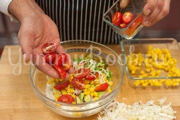 Слоёный салат с тунцом и пекинской капустой - шаг 3