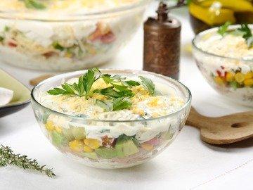 Слоёный салат с тунцом и пекинской капустой