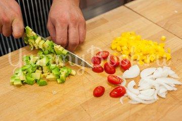 Омлет с овощами и соусом - шаг 2