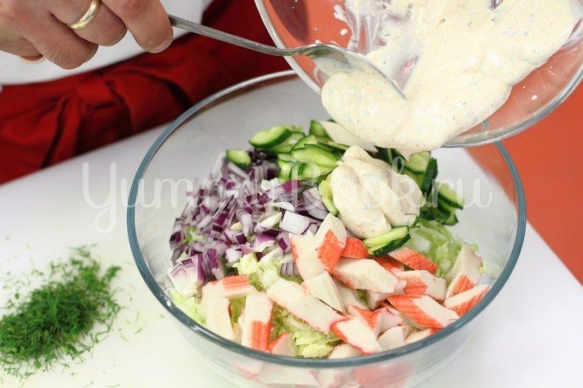 Салат с крабовыми палочками и пекинской капустой - шаг 5