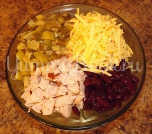 Салат с копченой курицей и фасолью - шаг 2