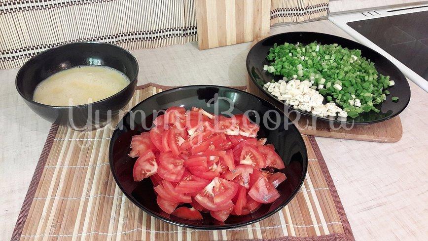 """Бульон с """"яичной паутинкой"""", томатами и зелёным луком - шаг 3"""