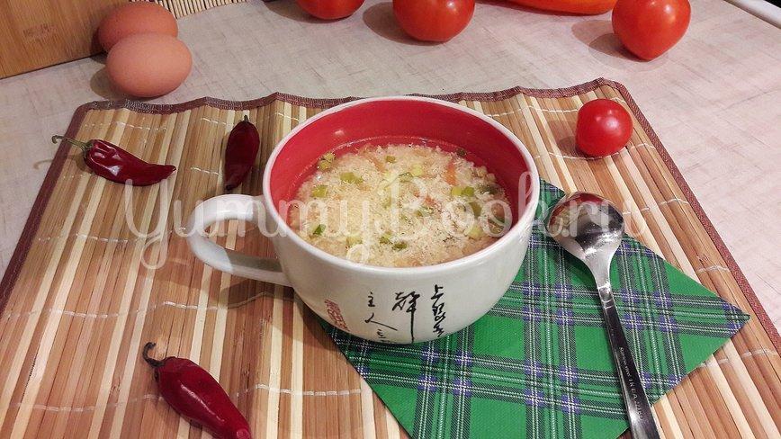 """Бульон с """"яичной паутинкой"""", томатами и зелёным луком - шаг 12"""