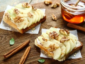 Тосты с грушей и медом