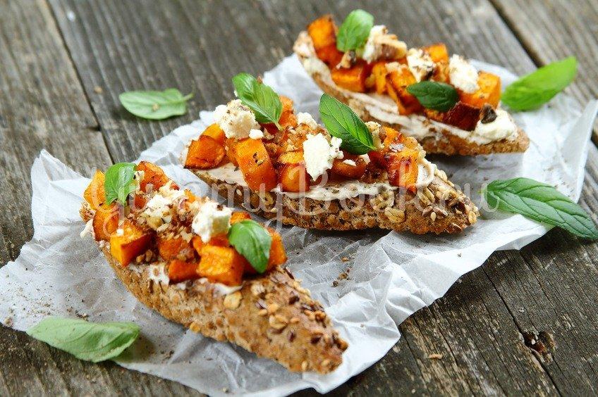 Багет с тыквой и сыром Фета