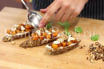 Багет с тыквой и сыром Фета - шаг 4