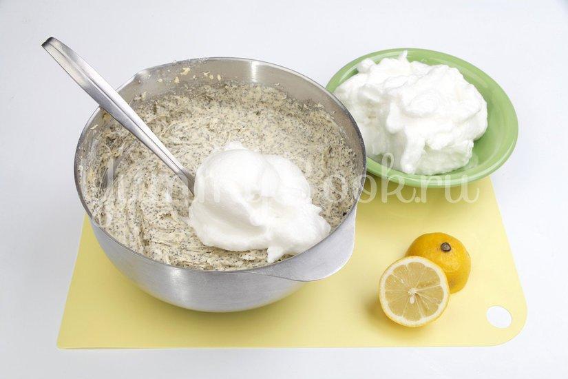 Маковый пирог с молочной глазурью - шаг 3